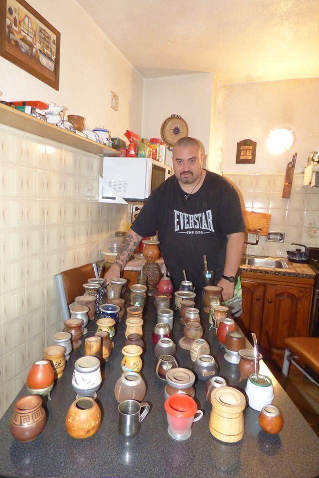 Maxi con su colección de Mates