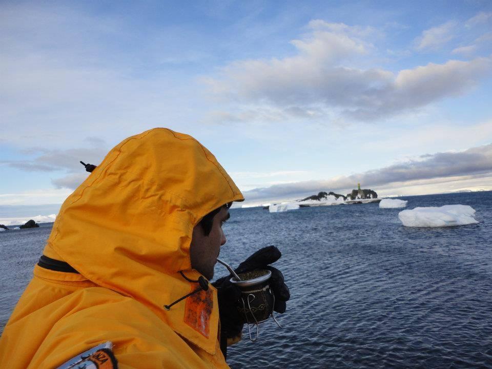 Tomando Mate en la Antártida