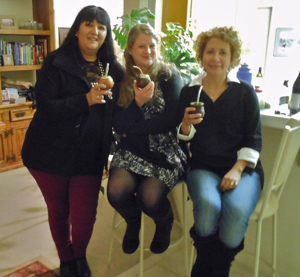 Enri con sus amigas Corina (de Buenos Aires) y Wi (de Alemania), quien ahora también es loca por el mate