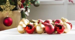 decoracion-arboles-de-navidad-2015-bolas-doradas-mate-rojo-640x437