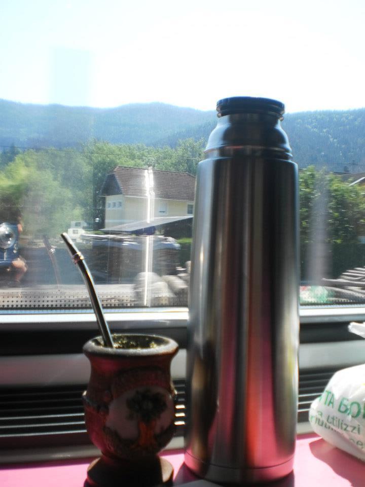 Mate, en un tren rumbo a Austria